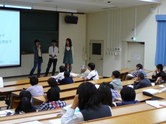 物理学系の学生と語ろうの写真
